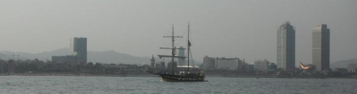 29-6-12 19h47 arrivée à Barcelone sous voile port Olympic et le brick à touristes retrouvée.JPG