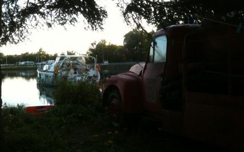 16-8-12 Ericante amarré à un camion de pompier à Montchanin 2.JPG