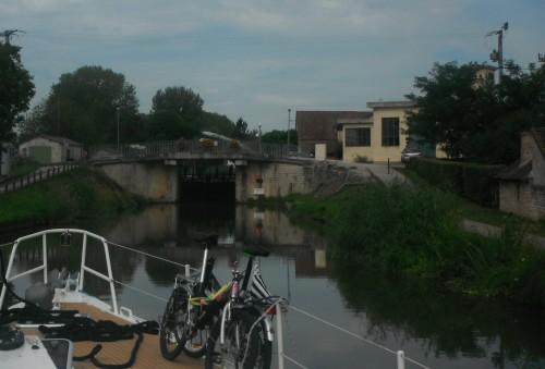 14-8-12 11h14 canal du Centre 2ème écluse montante.JPG